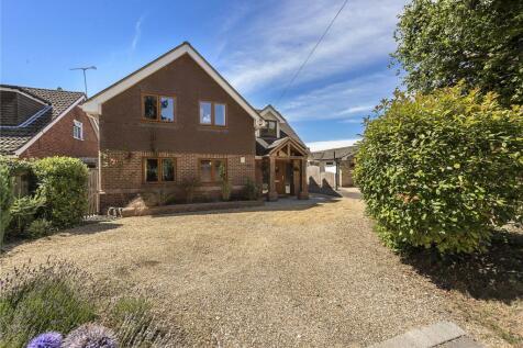 Mancroft Road, Caddington, Luton, Bedfordshire, LU1. 5 bedroom detached house for sale