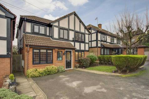 Albany Close, Bushey. 4 bedroom detached house for sale