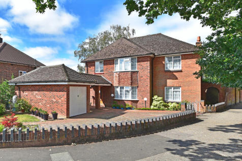 93A Comptons Lane RH13 5NU. 4 bedroom detached house