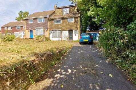 Oak Drive, Larkfield, Aylesford. 4 bedroom semi-detached house