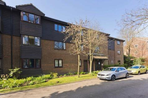 Collingwood Place, Walton on Thames, KT12. 2 bedroom flat