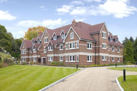 Lakewood, Portsmouth Road, Esher. 3 bedroom apartment