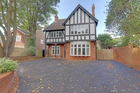 Offington Lane, Offington, Worthing, West Sussex, BN14. 4 bedroom detached house for sale