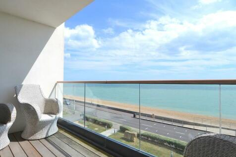 The Esplanade, Sandgate. 3 bedroom apartment