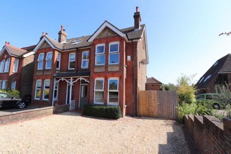 Junction Road, Burgess Hill, West Sussex.. 5 bedroom semi-detached house for sale