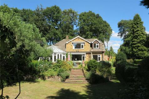 Fernhill Close, Farnham, Surrey, GU9. 5 bedroom detached house for sale