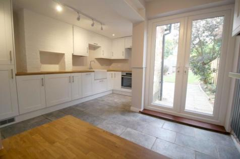 Bradbourne Road Sevenoaks TN13 3PY. 3 bedroom terraced house