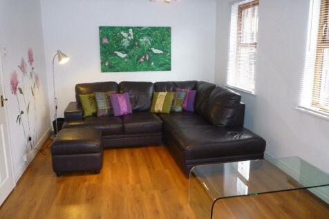 RIVERSIDE COURT, LEEDS, LS1 7BU. 2 bedroom apartment