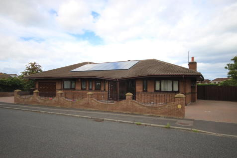 Well Ridge Close, Red House Farm, Whitley Bay, NE25 9PN. 5 bedroom detached bungalow