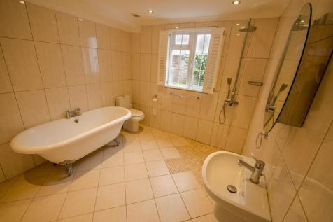 Queens Gardens, BN1. 3 bedroom cottage