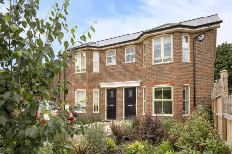 New Road, Northchurch, Berkhamsted, Hertfordshire, HP4. 2 bedroom semi-detached house