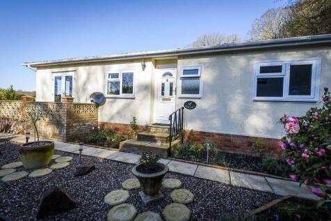 Gloucester Road, Longhope. 2 bedroom detached bungalow