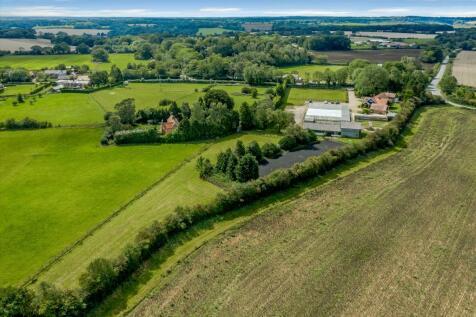 Luxury development opportunity in Studham, Bedfordshire., LU6. Plot for sale