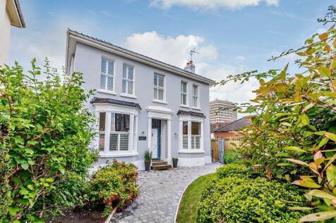 St. Lukes Road, Cheltenham, Gloucestershire, GL53. 4 bedroom town house