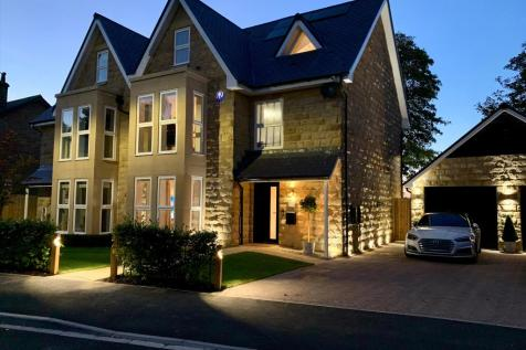 Connaught Court, Harrogate, North Yorkshire, HG1. 5 bedroom semi-detached house