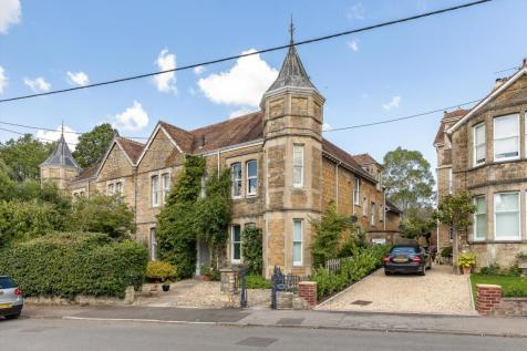 Flat 2 Pencarrow, The Avenue, Sherborne, DT9. 2 bedroom maisonette