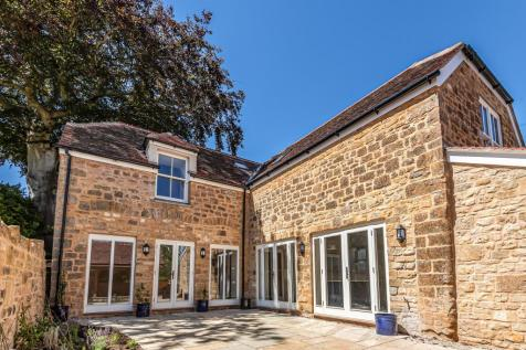 The Old Stables, Acreman Street, Sherborne, DT9. 4 bedroom town house