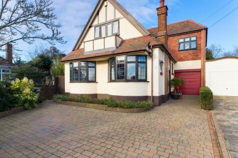 St. James Close, Westcliff-on-Sea. 5 bedroom link detached house for sale