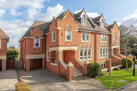Martineau Drive, Twickenham, TW1. 5 bedroom semi-detached house