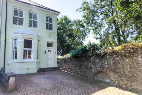 Limetree Road, Peverell , Plymouth. 3 bedroom end of terrace house