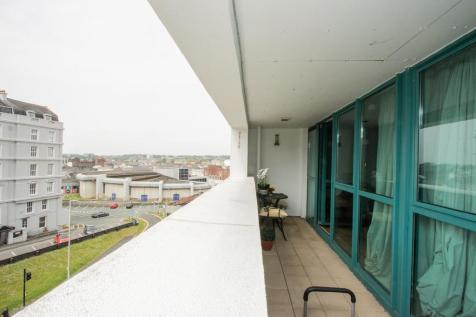 Ocean Crescent, Plymouth. 1 bedroom apartment
