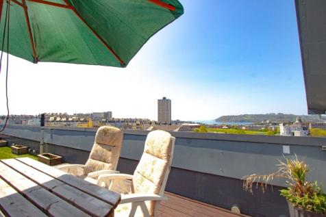 Ocean Crescent, Plymouth. 3 bedroom apartment