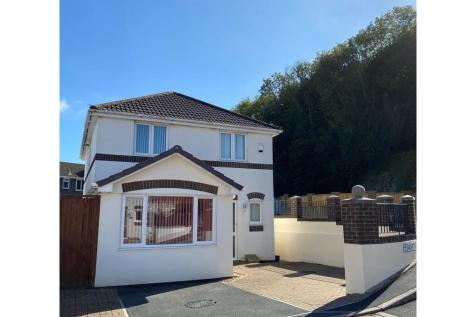 Moat Park, Eggbuckland, Plymouth. 4 bedroom detached house