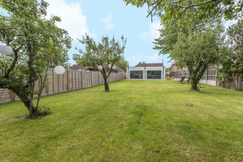 Park Avenue, Old Basing, Basingstoke, RG24. 4 bedroom bungalow