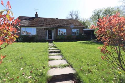 Buxton Road, Congleton. 3 bedroom detached house