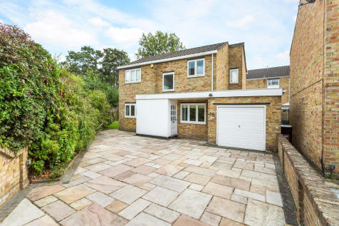 Riverside Close, Kingston Upon Thames, KT1. 3 bedroom detached house