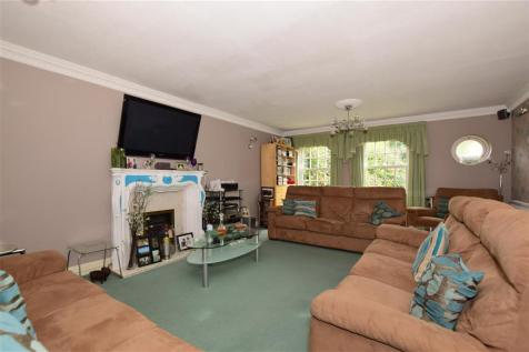 Can Hatch, Tadworth, Surrey. 5 bedroom detached house