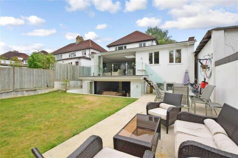 Roundwood Way, Banstead, Surrey. 4 bedroom detached house
