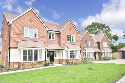 Little Meadow, Cranleigh, Surrey. 5 bedroom detached house