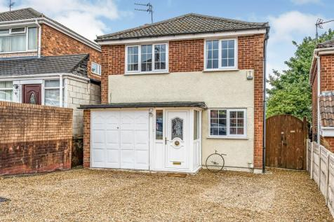 Whitehall Drive, Dudley. 4 bedroom detached house