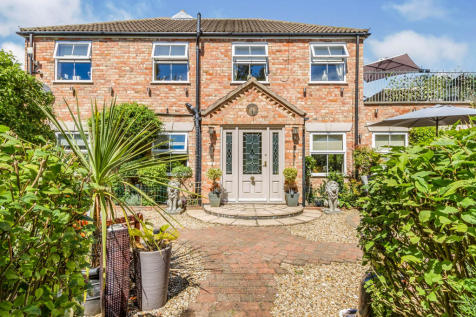 Holt Lane, Cosby, Leicester. 5 bedroom detached house for sale