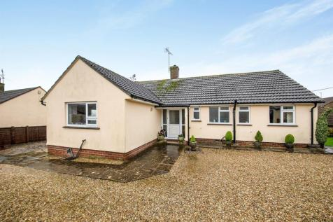 Greylands, Cattistock, Dorchester. 3 bedroom detached bungalow