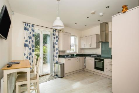 High East Street, Dorchester. 3 bedroom town house