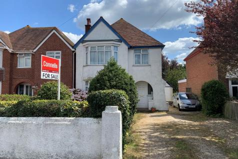 Dorchester Road, Weymouth. 3 bedroom detached house