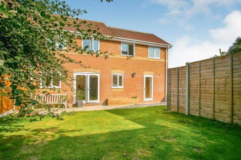Cloverfields, Gillingham. 4 bedroom semi-detached house