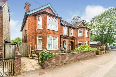 Fishponds Road, Hitchin. 6 bedroom semi-detached house