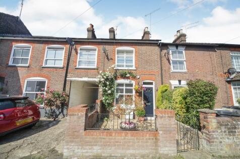 Summer Street, Slip End, Luton. 2 bedroom cottage