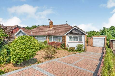 Tilgate Common, Bletchingley, Redhill. 2 bedroom semi-detached bungalow
