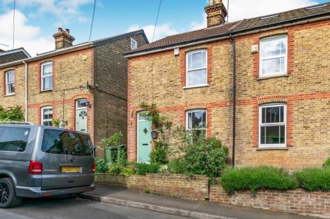 Barfields, Bletchingley, Redhill. 2 bedroom semi-detached house