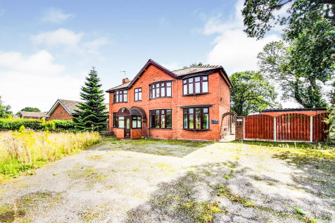 Strawberry Way West, Backford, Chester. 4 bedroom detached house