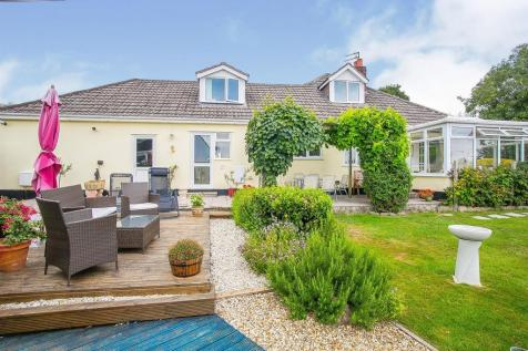 Styles Avenue, FROME. 4 bedroom detached bungalow