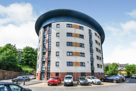 Saucel Crescent, Paisley. 2 bedroom ground floor flat