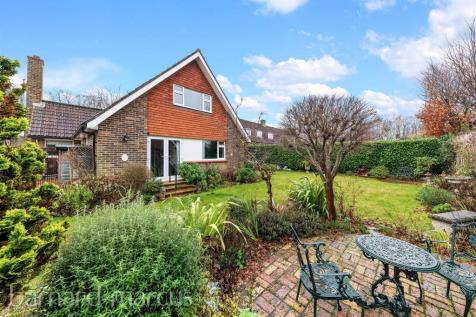 The Ridings, Epsom. 4 bedroom detached house