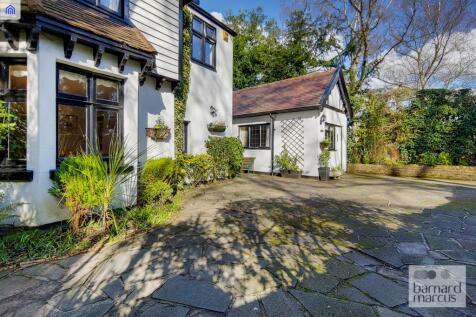 Frances Lodge, Woodcote Side, Woodcote Location!!, Epsom. 3 bedroom detached house