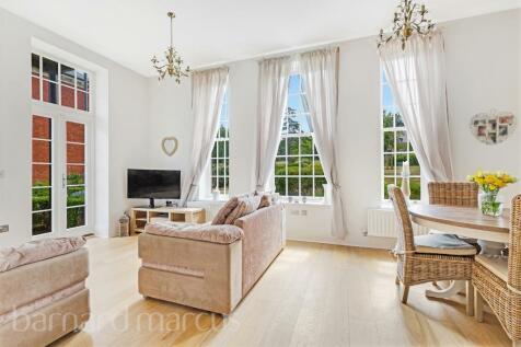 Ashford Court, Glanville Way, Epsom. 2 bedroom apartment