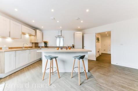 Chase Court, Chase Road, Epsom. 3 bedroom apartment